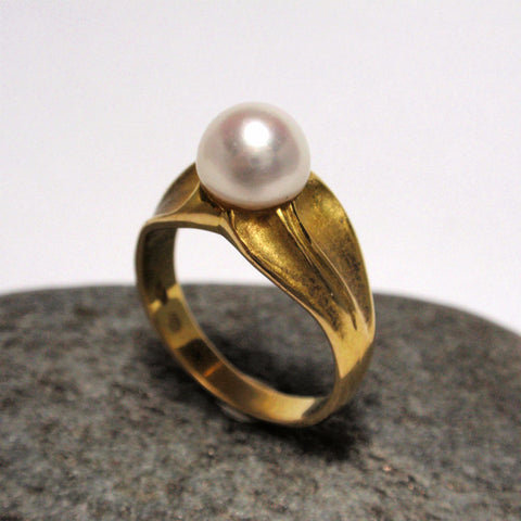 18ct Freeform Pearl Ring