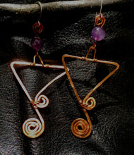 Load image into Gallery viewer, Copper triangles with amethyst earrings