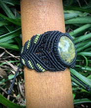 Load image into Gallery viewer, Serpentine macramé bracelet