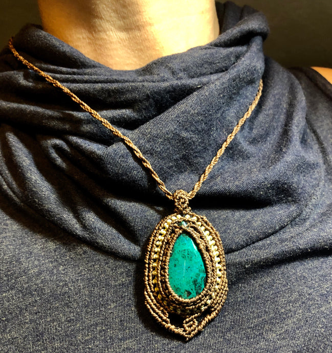 Chrysocolla with small macramé detail