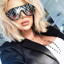 Load image into Gallery viewer, Fendi FFM0039/G/S Fabulous Logo Mirrored Sunglasses in Silver Mirrored