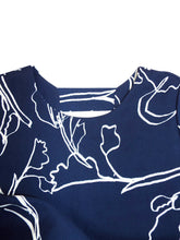 Load image into Gallery viewer, Navy & White Floral Print Keyhole Back 3/4 Sleeves