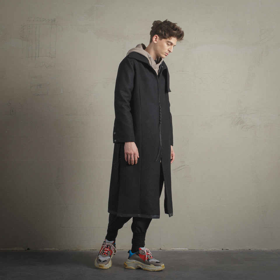 LONG BLACK WOOL COAT WITH REMOVABLE LINING AND HANDPAINTED DETAILS