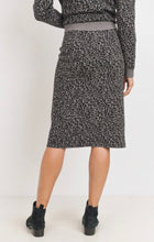 Load image into Gallery viewer, Soft Knit leopard Skirt