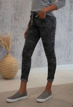Load image into Gallery viewer, Snake Print Crinkle Jogger