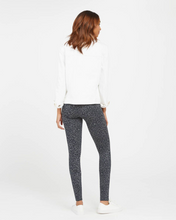Load image into Gallery viewer, Spanx Look At Me Now Seamless Leggings in 2 Colors