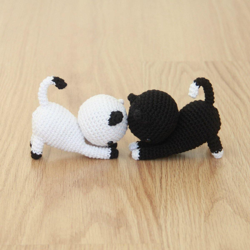 Free Playing Cats Crochet Amigurumi Pattern Featured Image