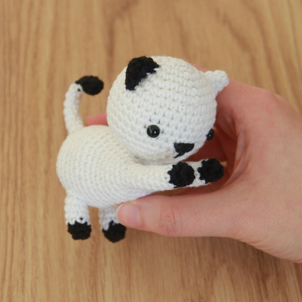 Free Playing Cats Crochet Amigurumi Pattern Final Picture