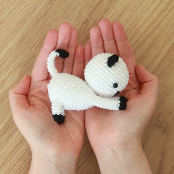 Free Playing Cats Crochet Amigurumi Pattern Hands Picture
