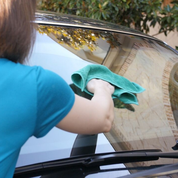 CLEANING WINDOWS AND MIRRORS