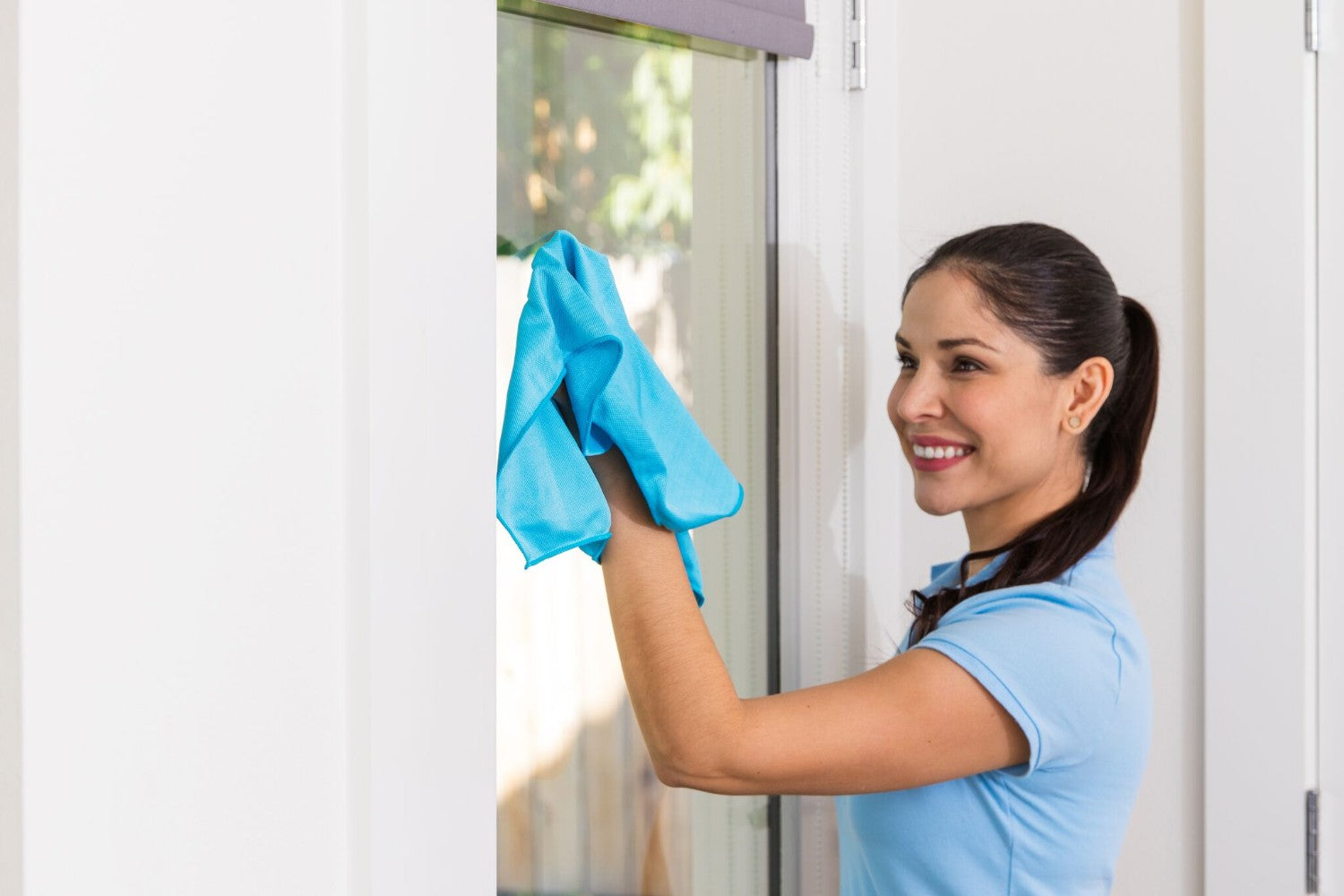 Streak free window cleaning cloths