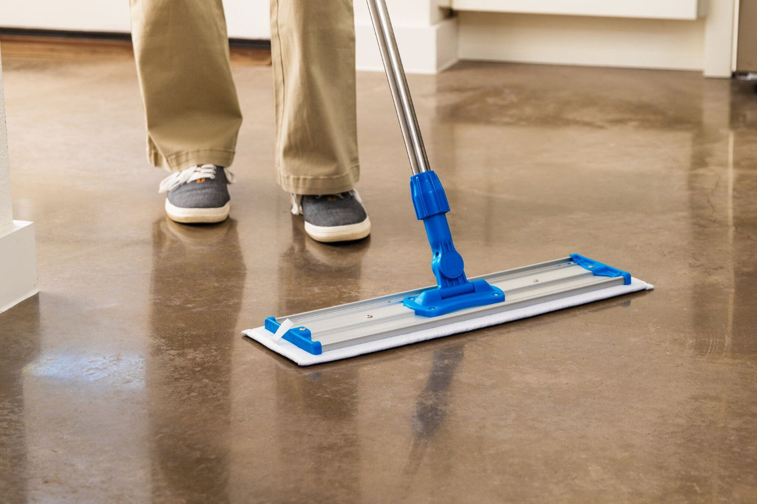 20 Inch Pad Featured. Microfiber Scrubber Mop Pad for concrete floors.
