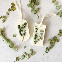 Load image into Gallery viewer, Eucalyptus & Spearmint  Botanical Soy Wax Tablet