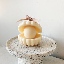 Load image into Gallery viewer, Big Pearl shell Soy Wax Candle  │ Kawaii Candle