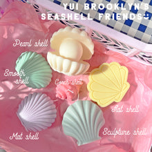 Load image into Gallery viewer, Sculpture Shell Shaped Soy Wax Candle │ Kawaii Candle │ Yui Brooklyn