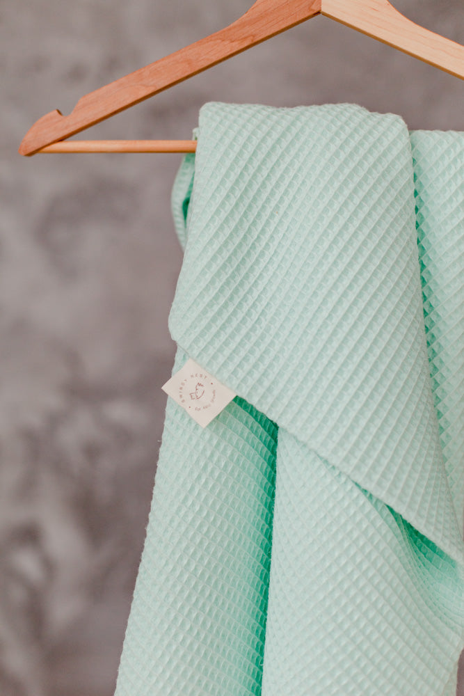Baby blanket in soft waffle knit | Mint
