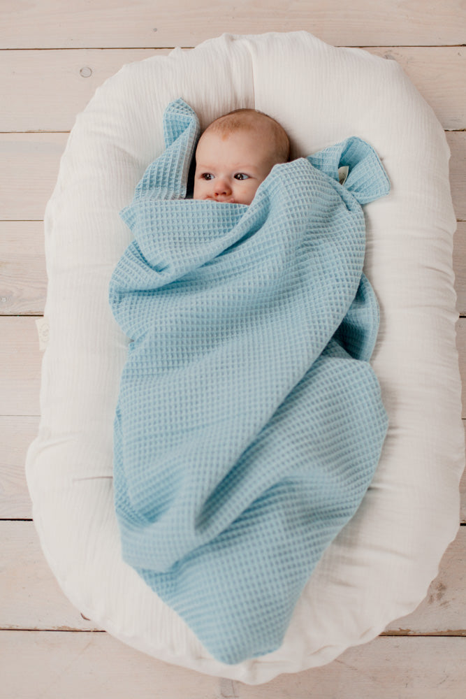 Baby blanket in soft waffle knit | Powder blue