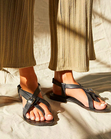 Rome Style Round-toe Strap Buckle Toe Post Flat Sandals