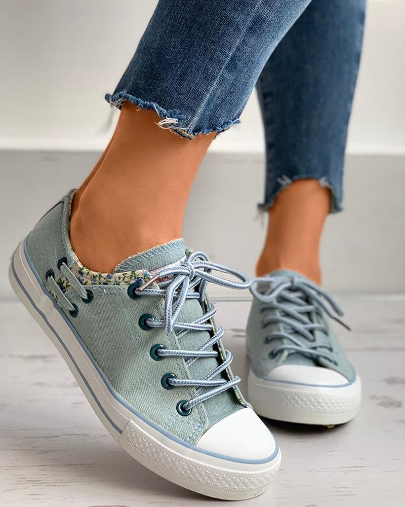 Floral Pattern Eyelet Lace-up Sneaker