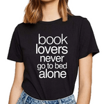 lectrice avec t shirt citation noir never alone