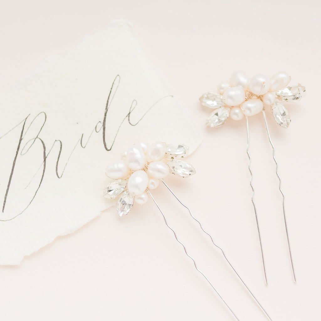 SARAH // Silver and pearl hair pins