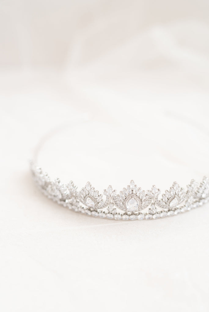 ADELA // Elegant bridal crown