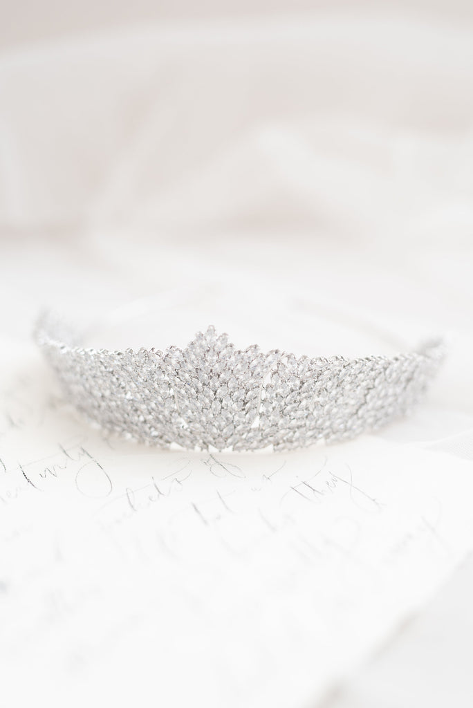 VALENCIA // Statement crown