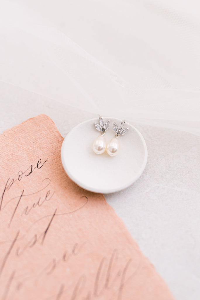 CONNIE // Dainty crystal and pearl earrings