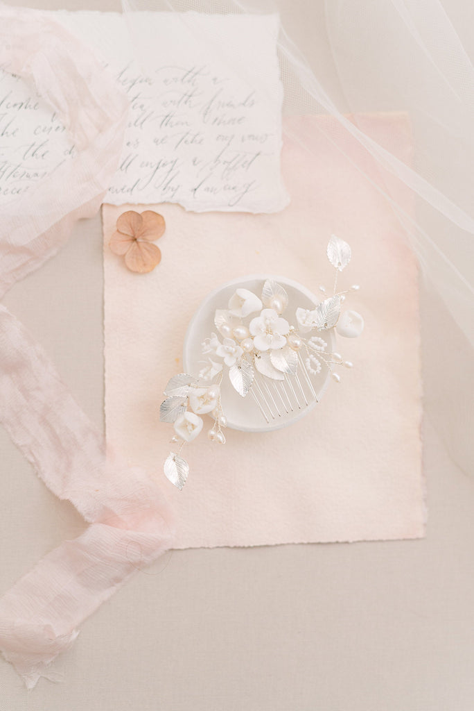 LUCIE // Silver pearl and leaf hair comb