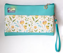 Load image into Gallery viewer, Camera! wristlet/pouch