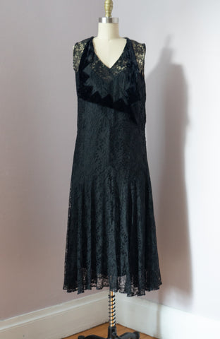 Vintage Lace 1920's Dress with Velvet collar