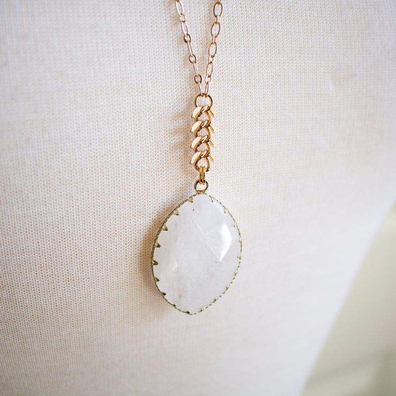 Dinah // Quartz Oval Pendant Necklace