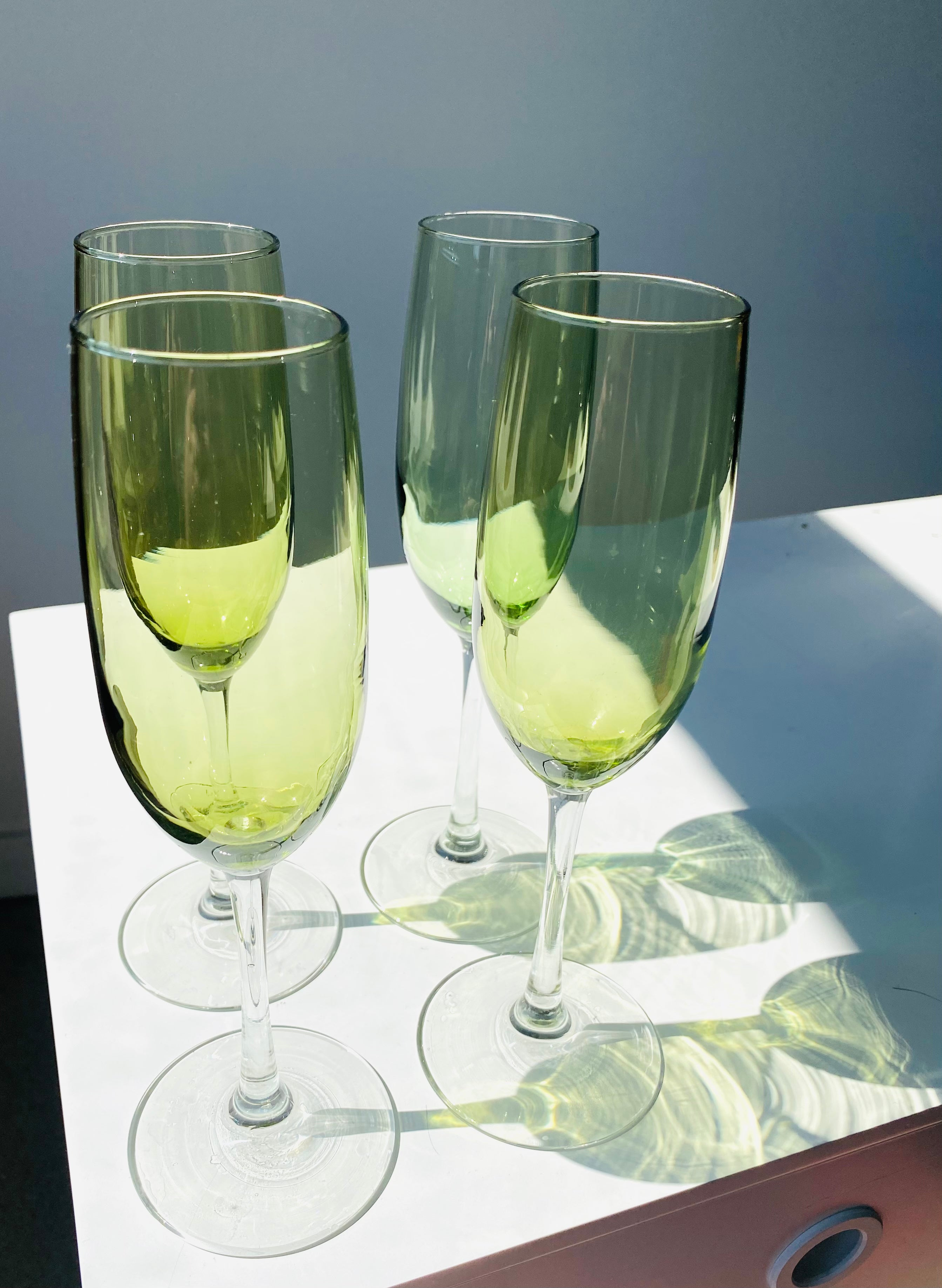 Set of 4 green champagne glasses with clear stem