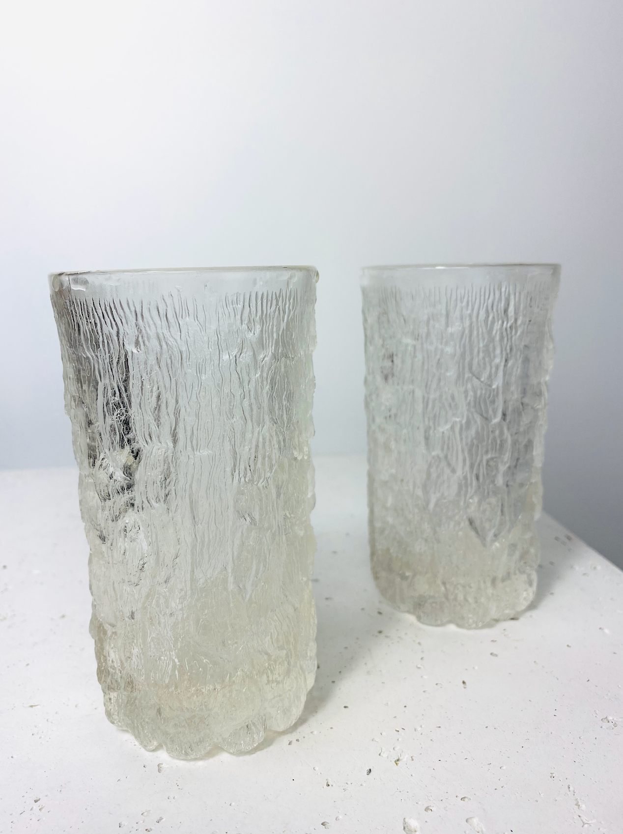 Set of 2 icey-look glasses
