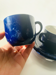 Set of 2 marble blue mugs with saucers