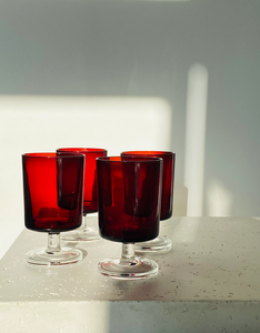 Set of 4 red glasses with clear base