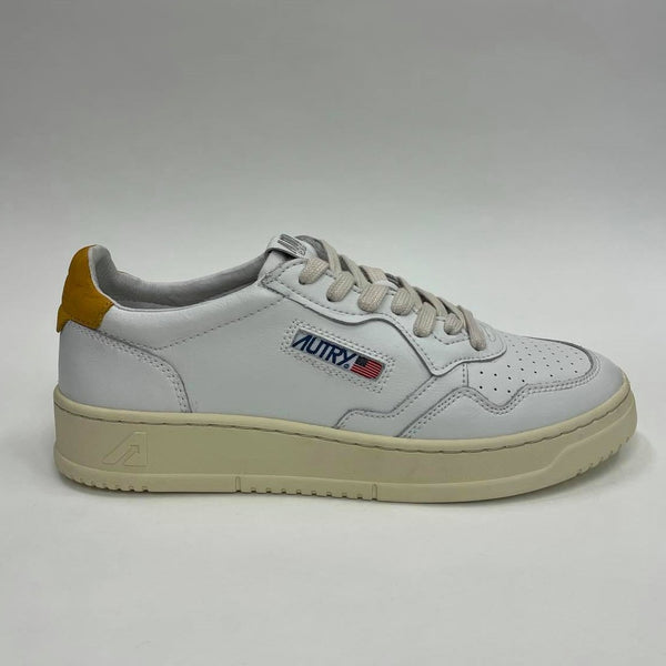 AUTRY MEDALIST 01 LOW LEATHER NUBUCK - WHITE / GOLD