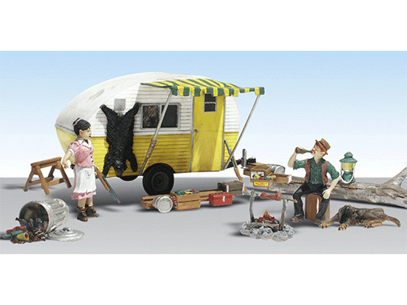 HO Ma & Pa's Trailer Haven - Assembled - AutoScenes(R) -- Camper, Figures & Accessories