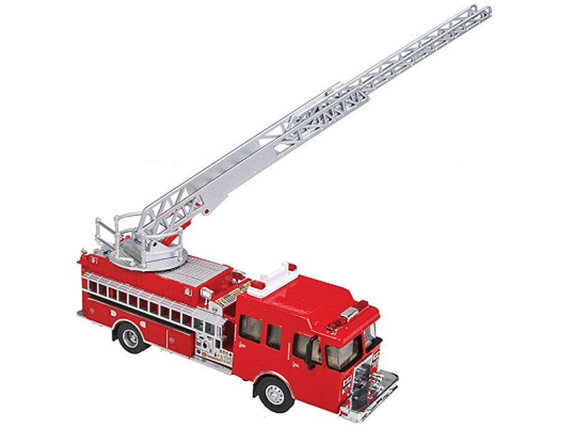 949-13801 HO Heavy-Duty Fire Dept. Ladder Truck - Assembled -- Red