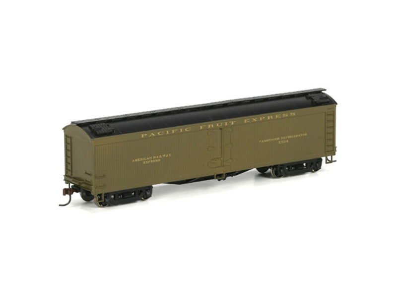 rnd86657 HO RTR 50' Express Reefer, PFE/Gold Letters #X534