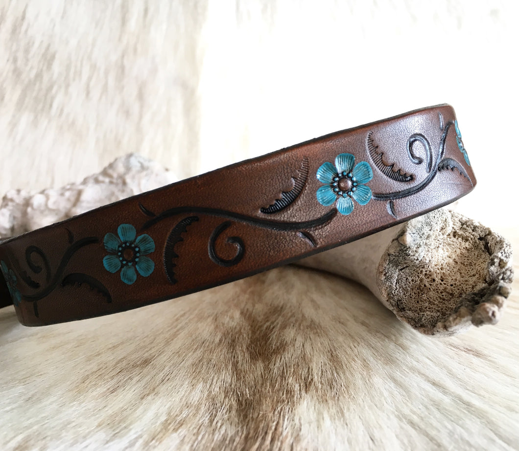 Brown leather dog collar with turquoise flowers