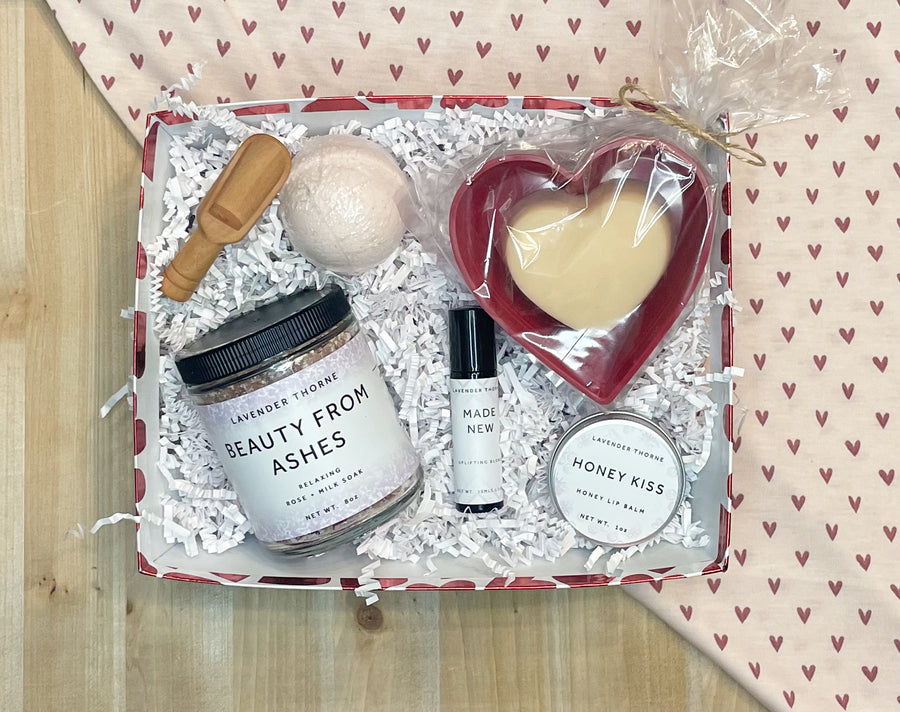 Red Heart Gift Set