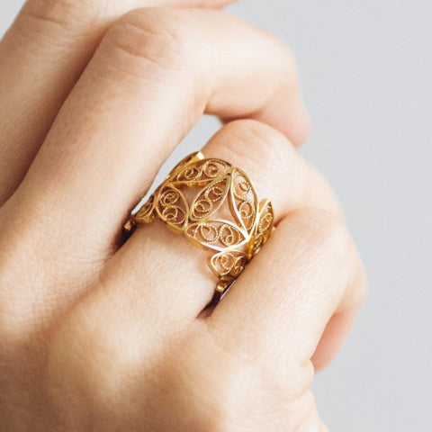 Yellow Gold Filigree Walnut Leaf Ring MAMOQ