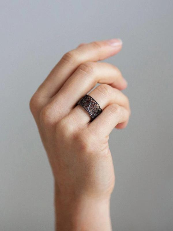 Black Filigree Links Single Ring-Arabel Lebrusan-MAMOQ