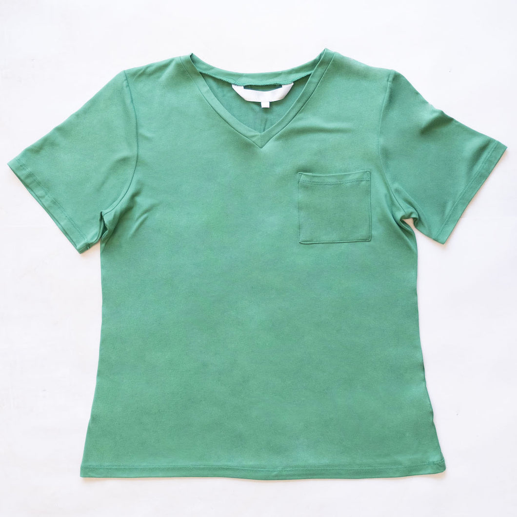 Highlands V-Neck Pocket Tee in Green