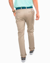 Load image into Gallery viewer, SOUTHERN TIDE - CHANNEL MARKER CHINO PANT - SANDSTONE KHAKI