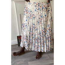 Load image into Gallery viewer, Cherry Blossom Pleated Skirt