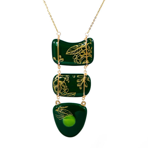Handmade necklace engraved accessory accessories jewelry artisan green golden chain maya 2020 vitrales stained glass fused artistic glass leaf maquilishuat tree margarita llort