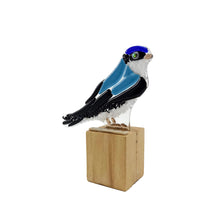 Upload image to gallery viewer, Golondrina Manglera, figura de ave en vidrio