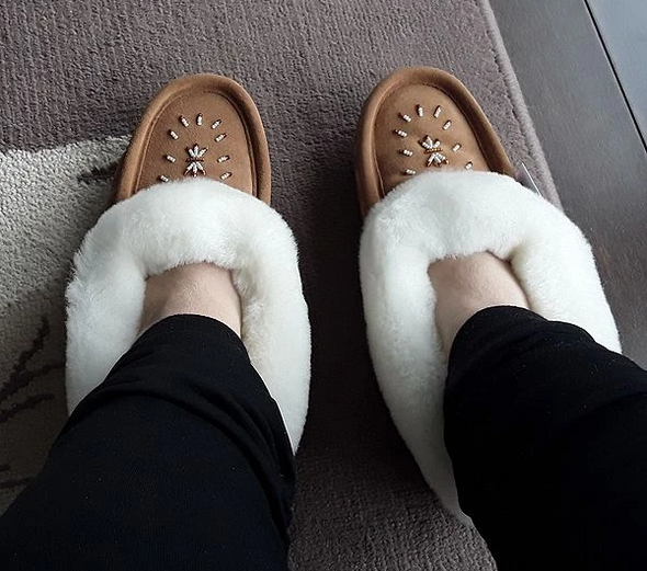 Women's Sheepskin Trim Beaded Moccasins-Style 677
